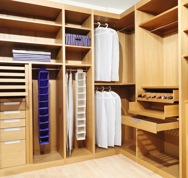 A closet system